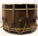 Couesnon: Old drum with baldric and horn