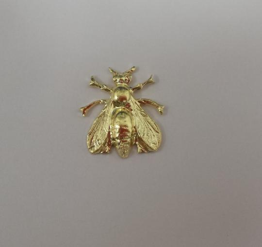 Bee in brass, no pin on back, 2 cm