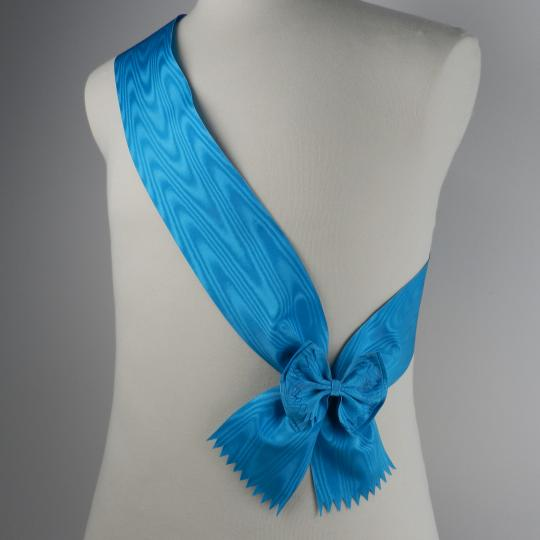 Blue ribbon for great cross..of different orders
