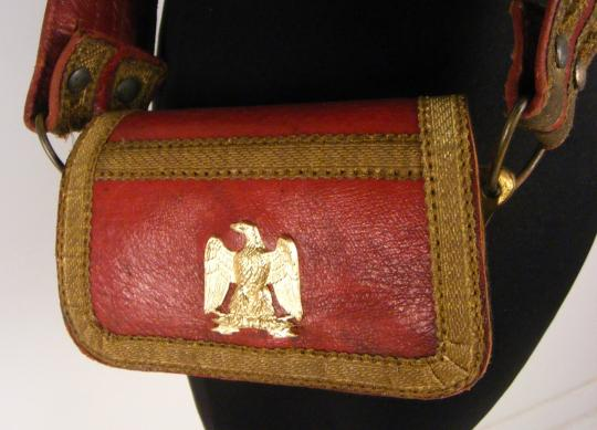 Red cartridge pouch, XIX th century except eagle, one brass piece and velvet.