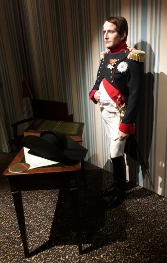 Emperor uniform: colonel de chasseur a cheval de la garde, complete with boots and sword.